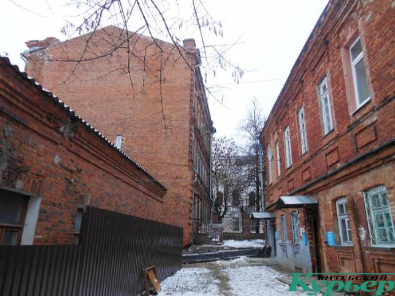 Двор-колодец на улице Чехова