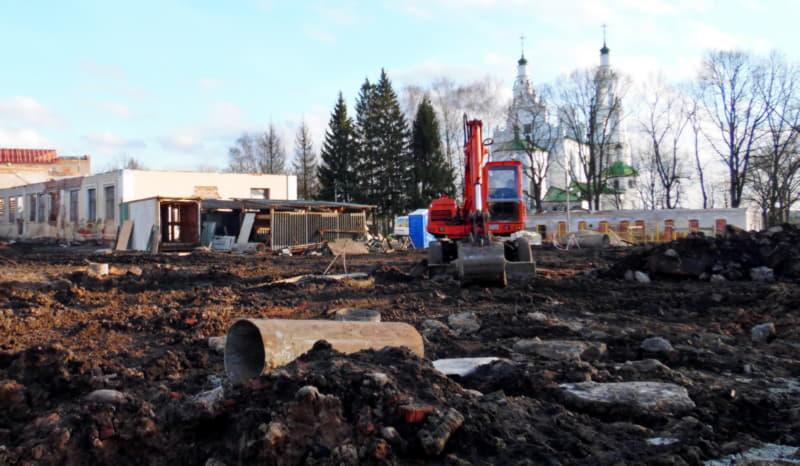 На месте строительства кадетского училища