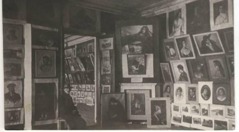 Квартира Пэна была вся увешана картинами