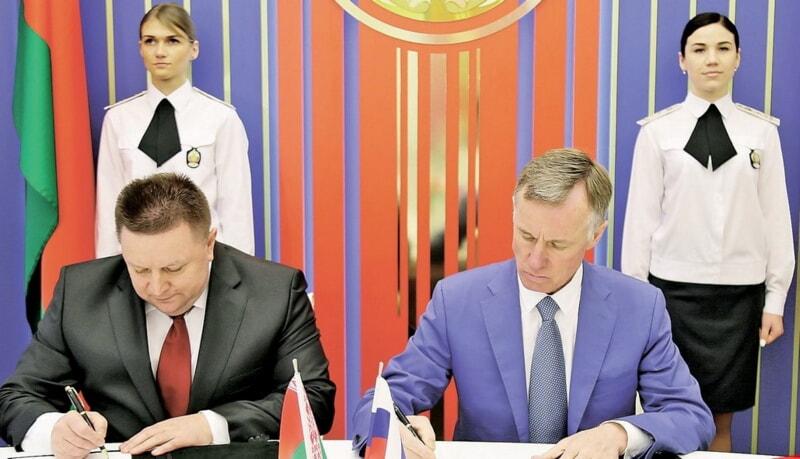 Александр Барсуков и Александр Горовой подписали итоговый документ в миграционной сфере