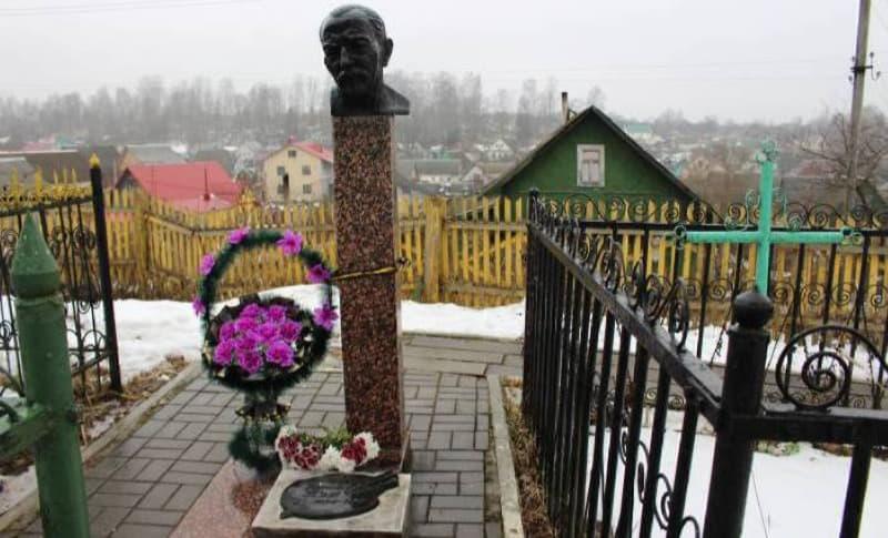 Могила Пэна на Старосемёновском кладбище