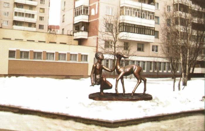 """Скульптура """"Вася и олень"""""""