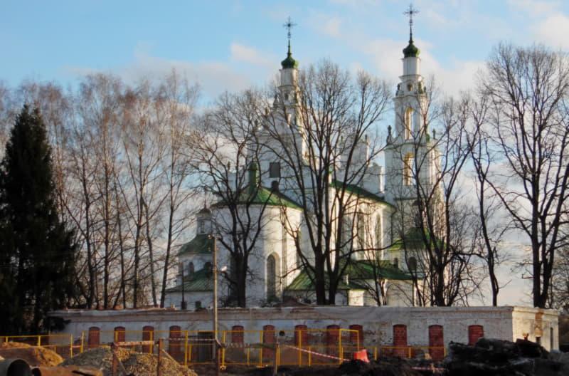 Строительство ведется рядом с Софийским собором