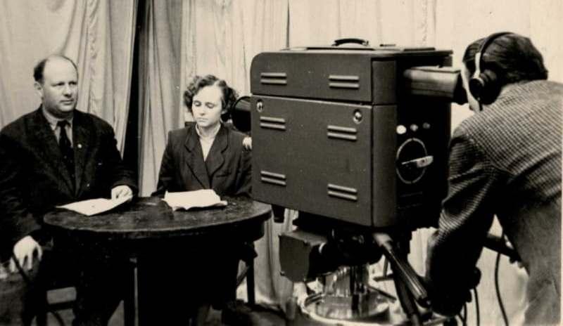 Витебская телестудия. Ведущая Нелли Лисовская и советский шахматист Исаак Болеславский. 1960 год