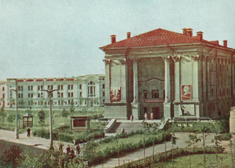 Кинотеатр Октябрь в 1960 году