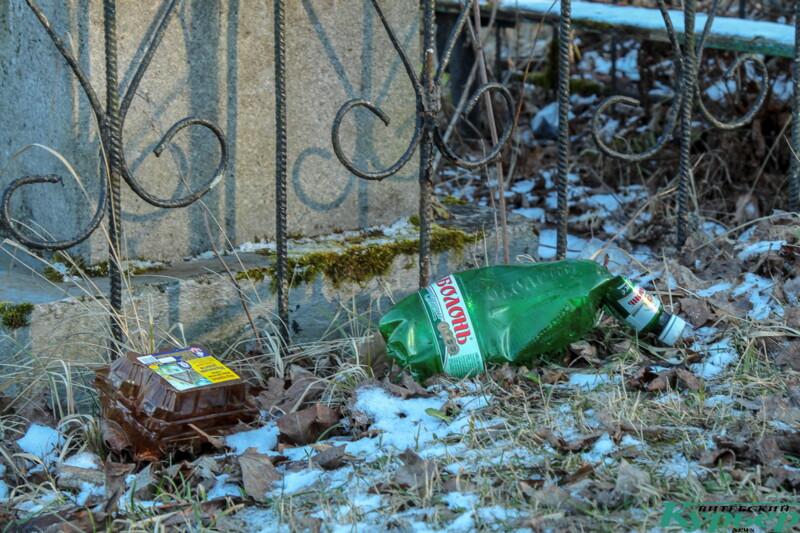 Мусор на Старосемёновском кладбище