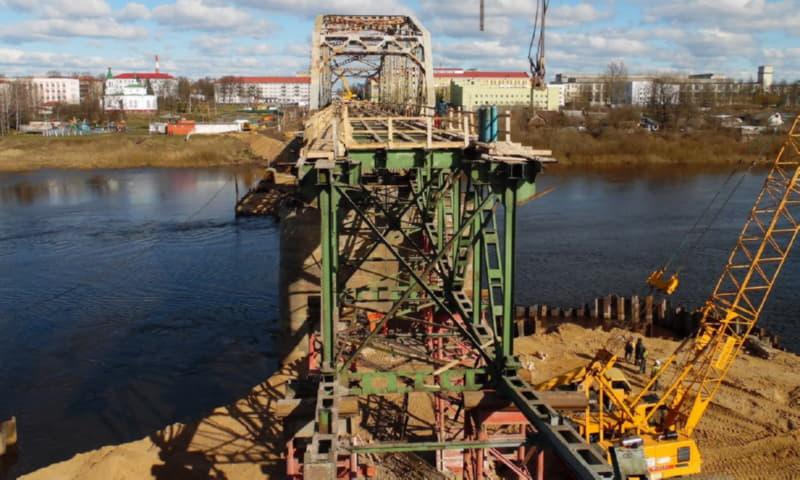 Работы на мосту ведутся круглосуточно