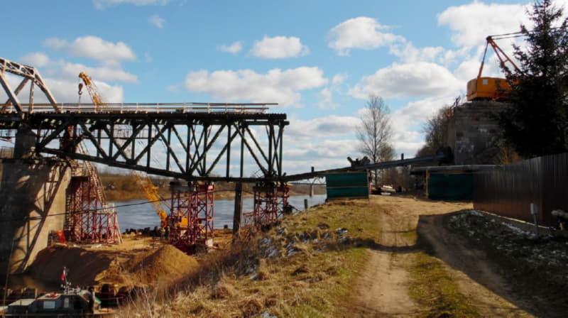 Что происходит на стройке моста