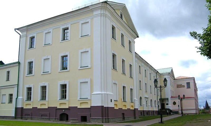 Полоцкий государственный университет в здании бывшего иезуитского коллегиума.
