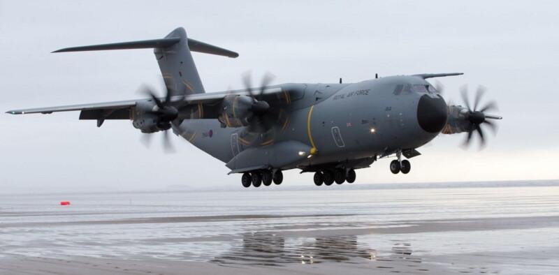 самолет А400М Великобритании видели в небе Беларуси
