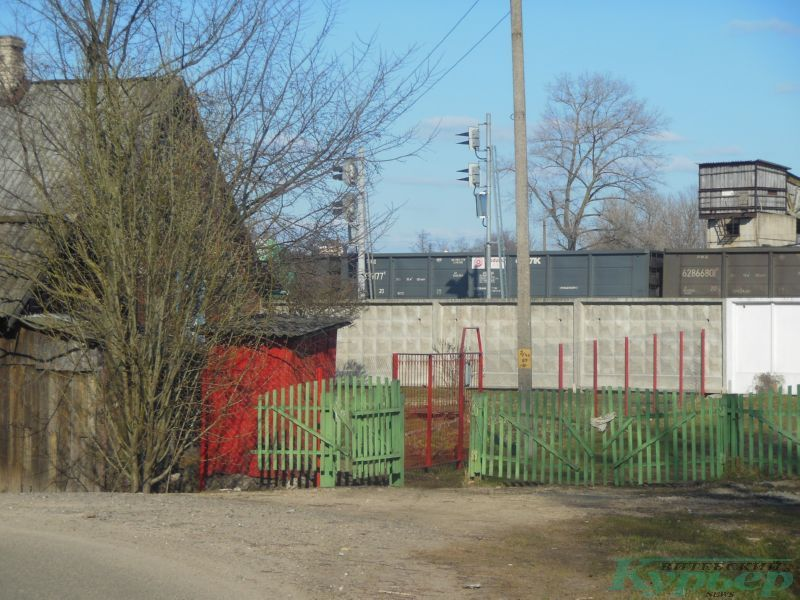 Улица Гороховая. Решетка на месте тропинки