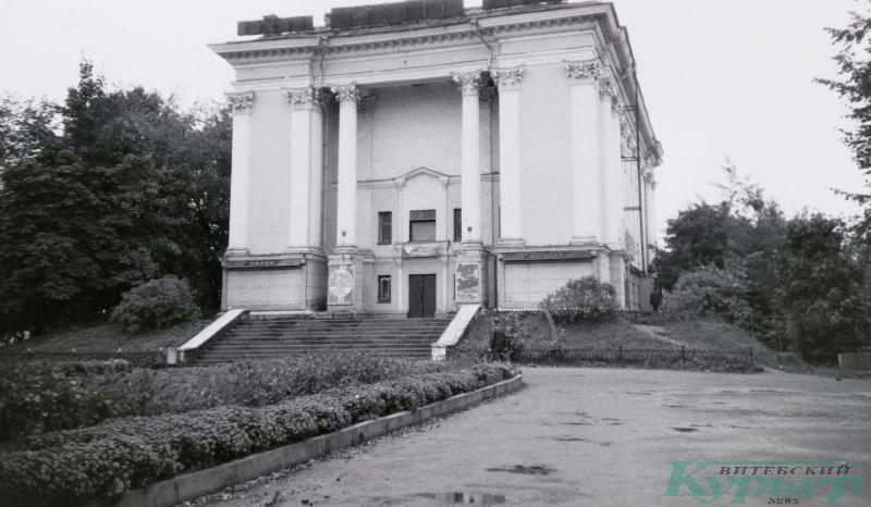 Кинотеатр Октябрь в 1998 году