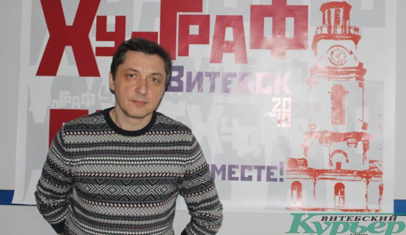 Скульпор Сергей Сотников работает над новой мемориальной доской