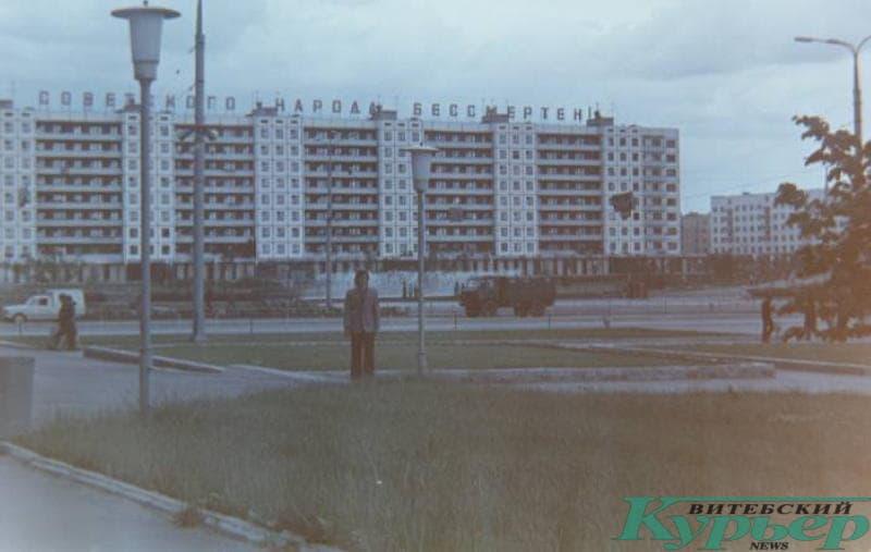 Уникальное фото 1975 года на площади Победы