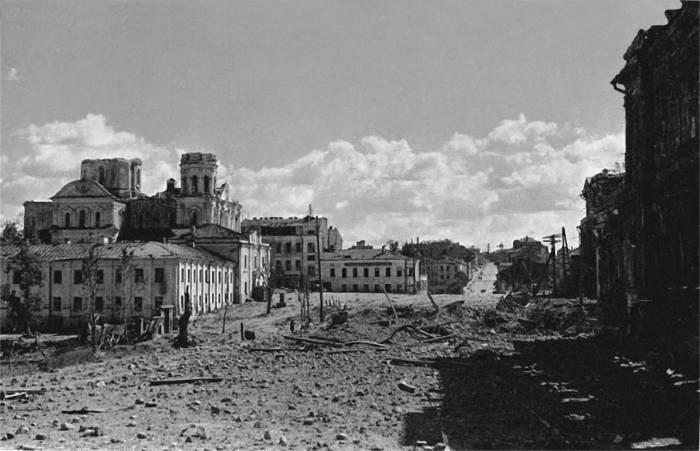 Николаевский собор на площади Свободы в годы войны