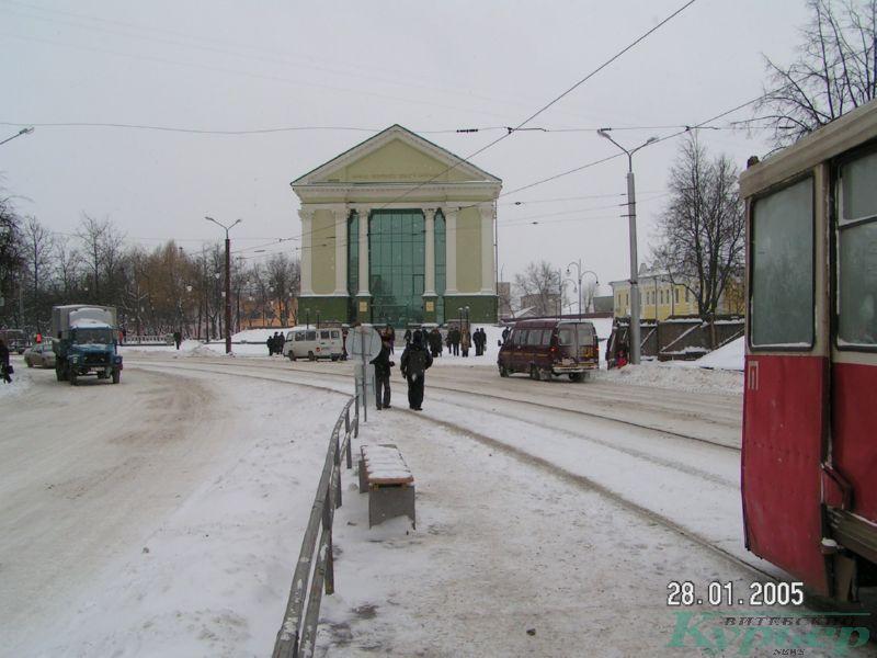 Здание бывшего кинотеатра в 2005 году