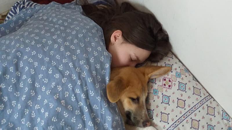 Арчи, когда был маленьким, спал со своей хозяйкой