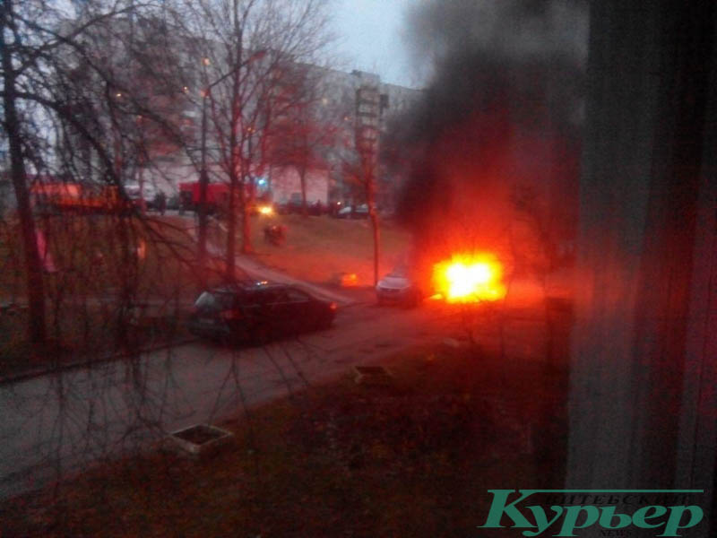 загорелась машина во дворе