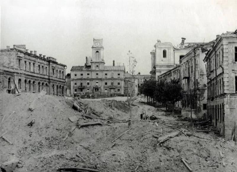 Ратуша в Витебске в 1944 году