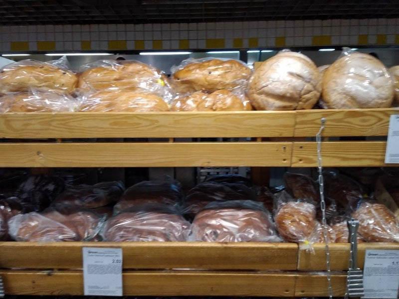 хлеб в супермаркете