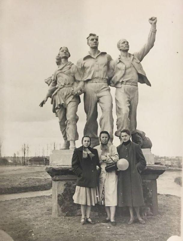 Скульптура Дружба народов в парке Фрунзе