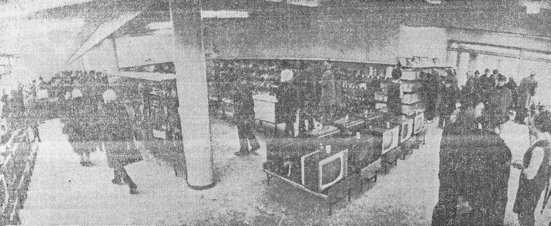 1970 год. На открытии магазина «1000 мелочей»
