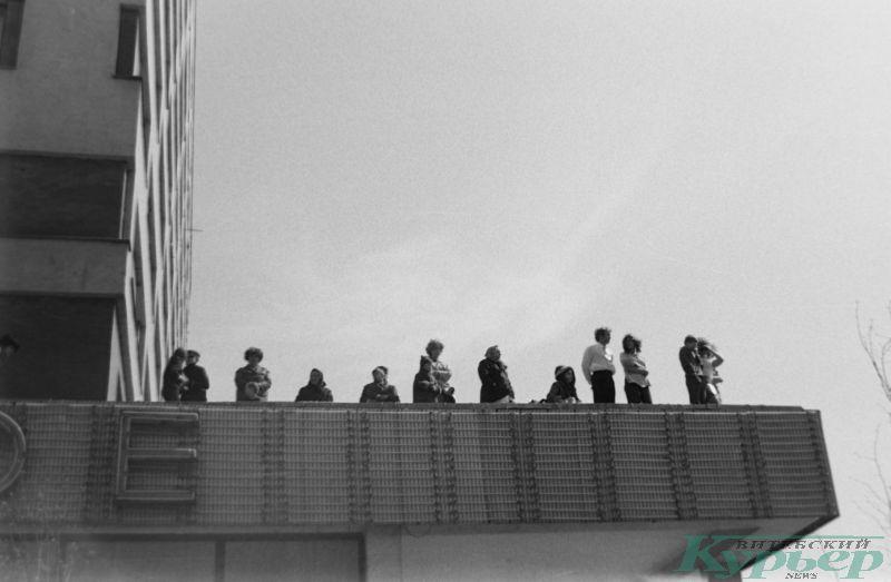 1 мая 1975 год. Зрители наблюдают за демонстрацией