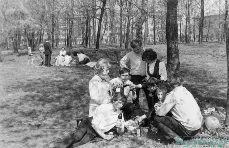 1975 год. Маевка в парке на площади Ленина
