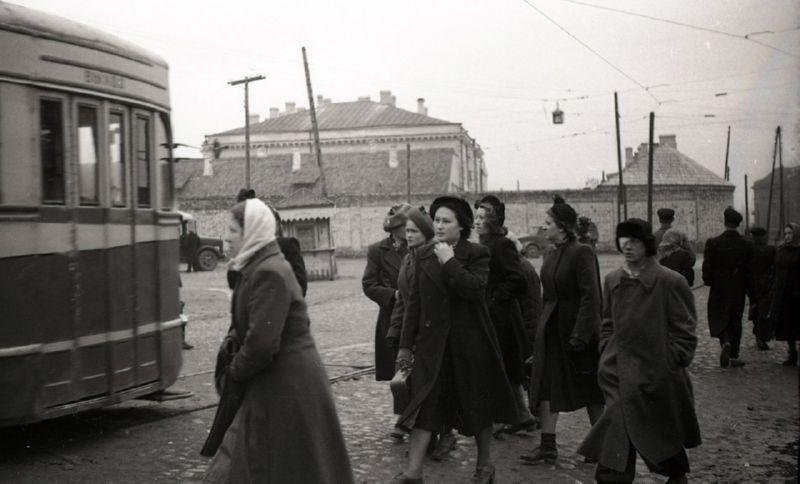 1950-е годы. Ларек на Смоленской площади