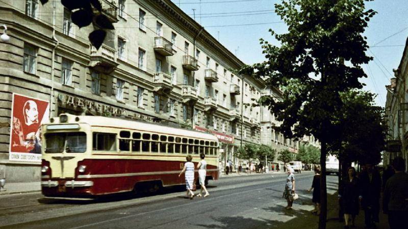1960-е годы. Трамвай на улице Ленина