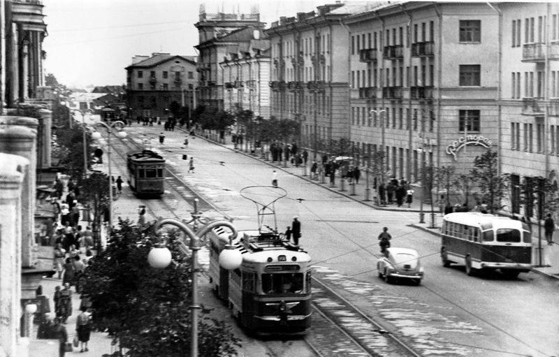 1950-е годы. Трамвай на улице Ленина