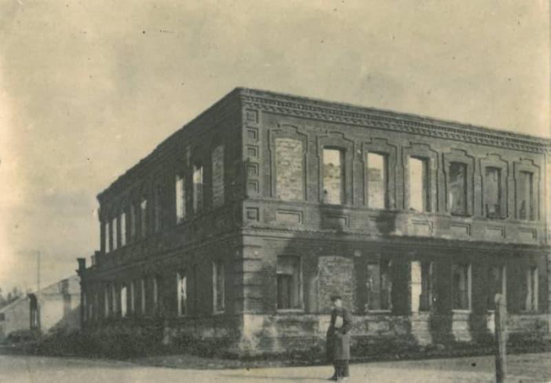 Послевоенный снимок махорочной фабрики