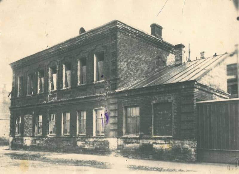 Махорочная фабрика после войны
