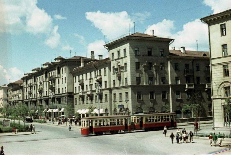 Трамвай на Комсомольской улице
