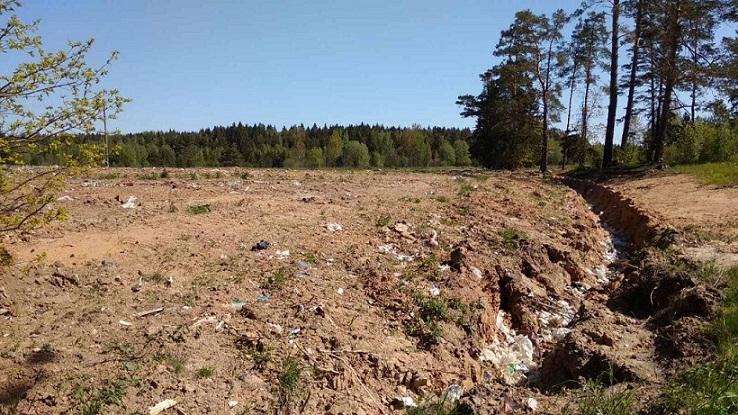 закопанный мусорный полигон