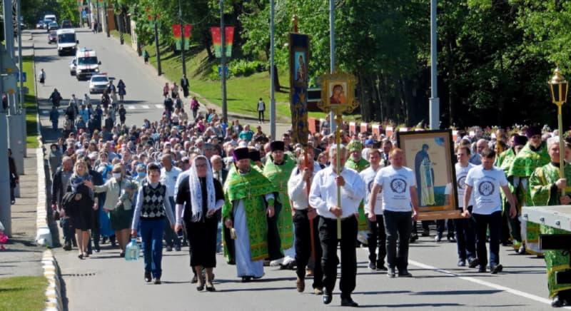 На крестный ход собралось очень много людей