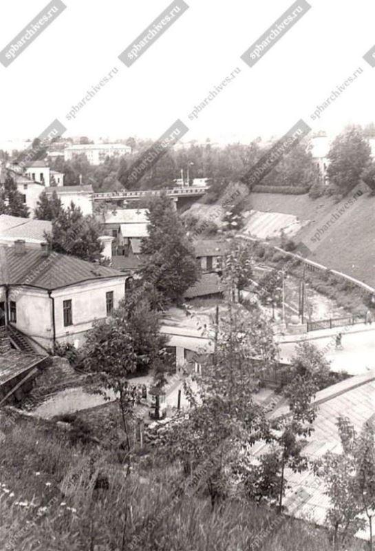 1968 год. Детская площадка у дома № 13 на улице Толстого