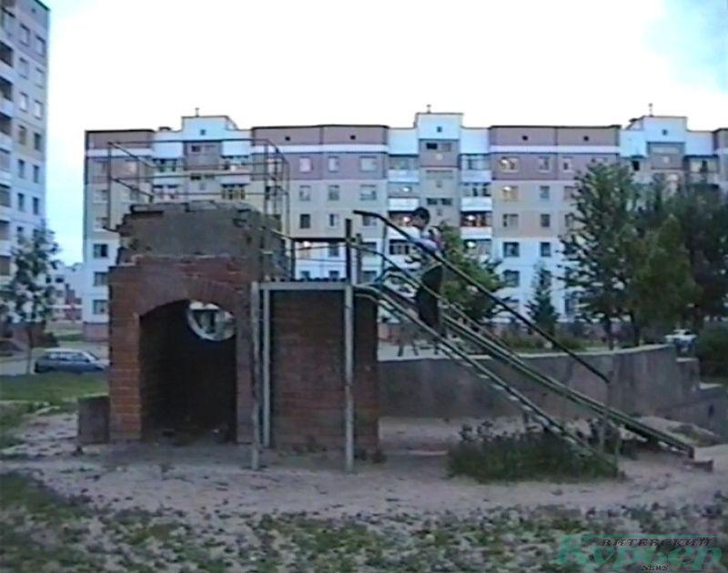 1997 год. Горка во дворе дома № 34 корпус 1 по проспекту Черняховского
