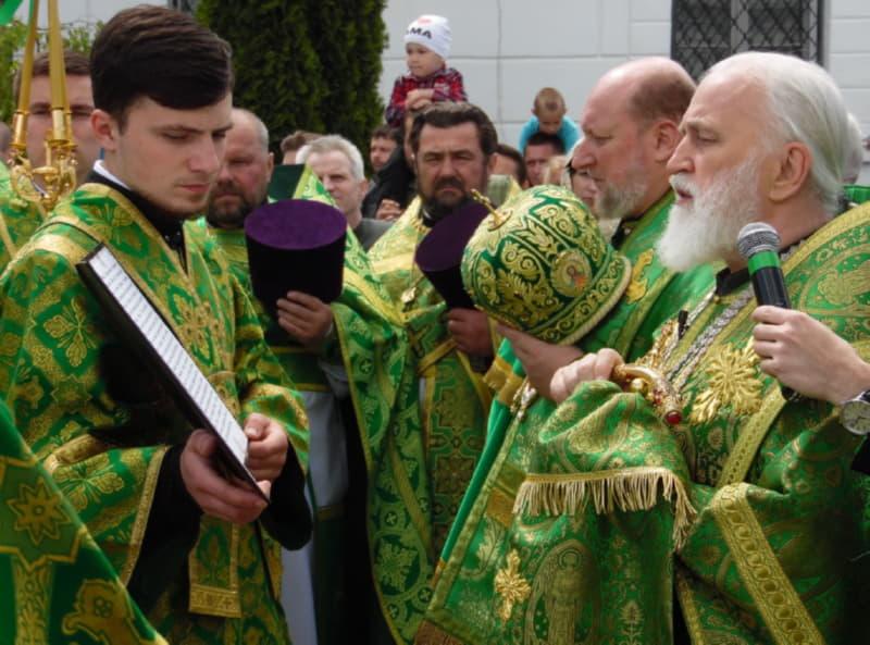 Духовенство на крестном ходу