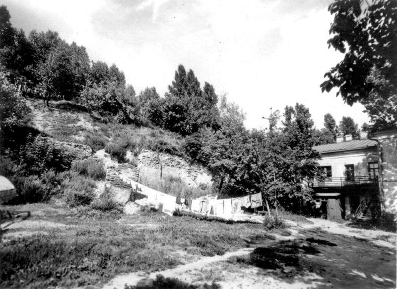 1980-е годы. Сушка белья на улице Толстого