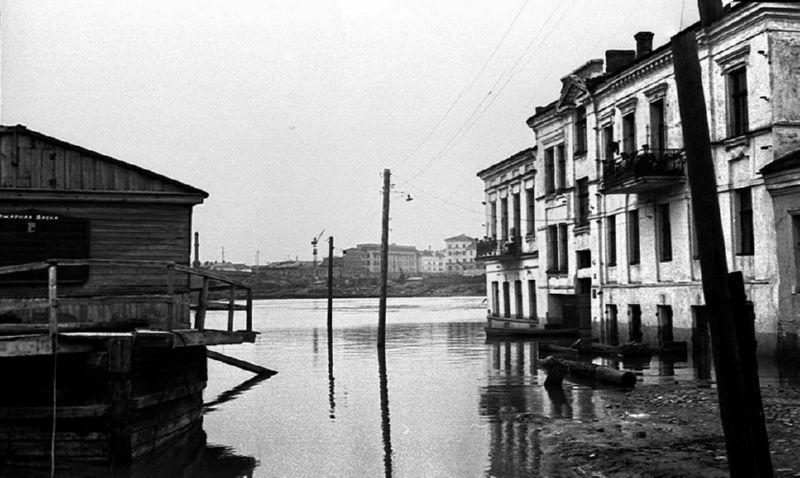 1956 год. Наводнение на улице Толстого