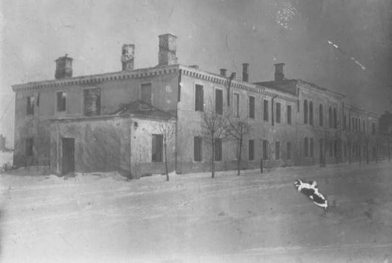 1945 год. Разрушенная больница на современной улице Горовца