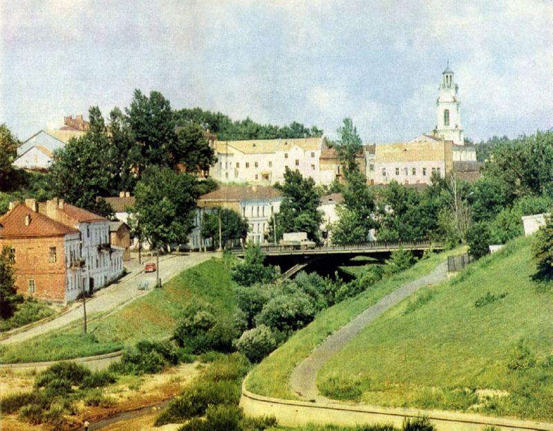 Улица Толстого у впадения Витьбы в Двину