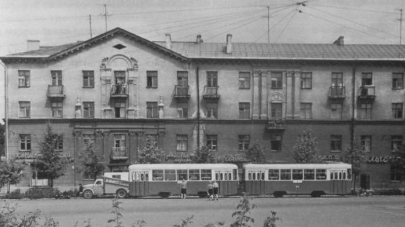 1969 год. Двухвагонный трамвай на улице Горовца