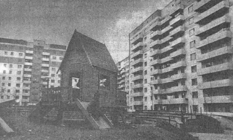 1988 год. Горка избушка во дворе дома № 31 по улице Чкалова