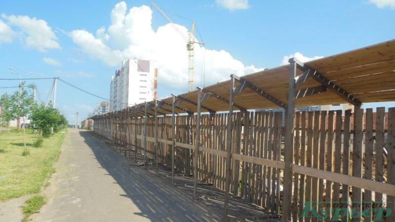 Строительство костела со стороны улицы Генерала Ивановского