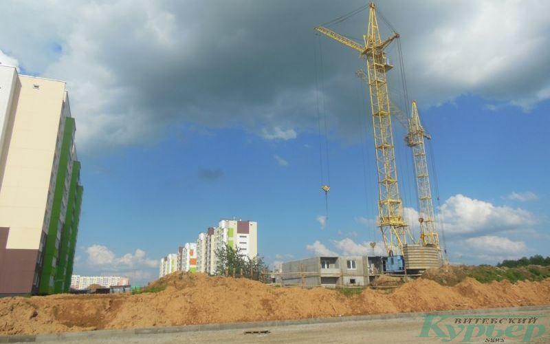 Новый дом на перекрестке улиц Баграмяна и 33-й Армии