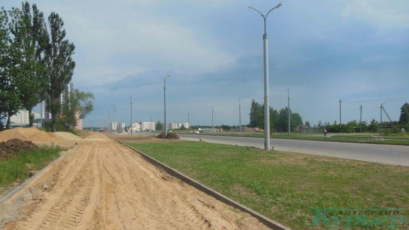 Незаасфальтированный тротуар на новой магистрали
