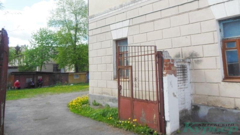 Димитрова, 9. Ворота и сарайчики
