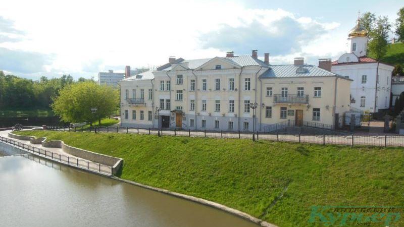 Дома №№ 13 и 15 по улице Толстого